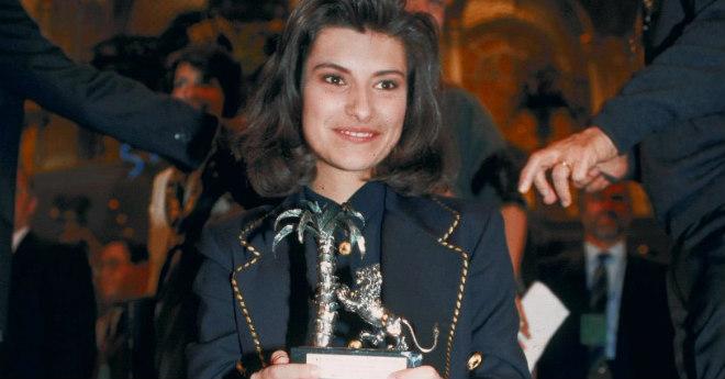 LAURA PAUSINI - RETRO 1993 - LAURA PAUSINI,VINCITRICE CATEGORIA NUOVE PROPOSTE DEL FESTIVAL DI SANREMO 1993